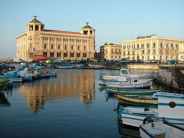Noleggio Barche Siracusa - Navalia | Noleggia un Sogno
