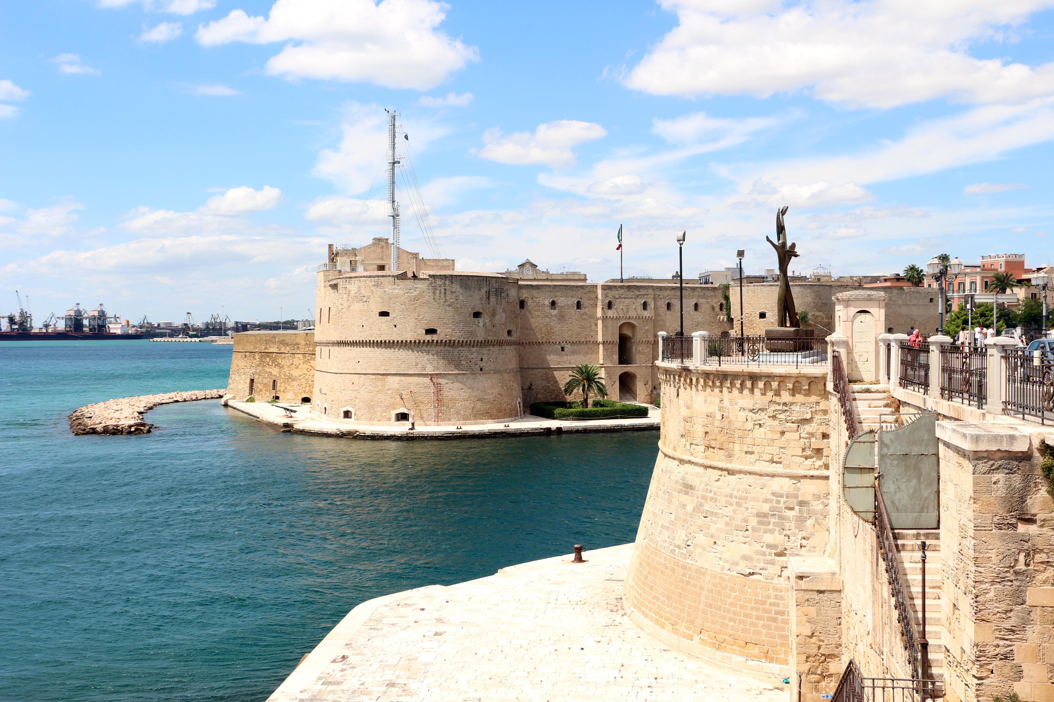 Noleggio Barche Taranto - Navalia | Noleggia un Sogno