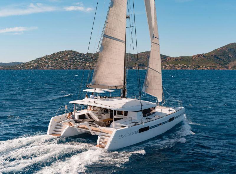 Navalia - Imbarcazione Lagoon 52 Sport Top 2