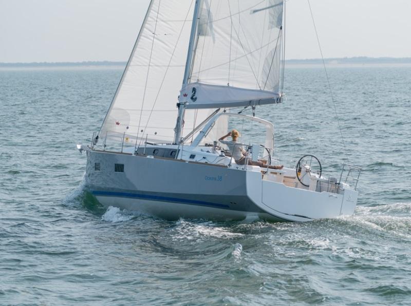 Navalia - Imbarcazione Oceanis 38 4