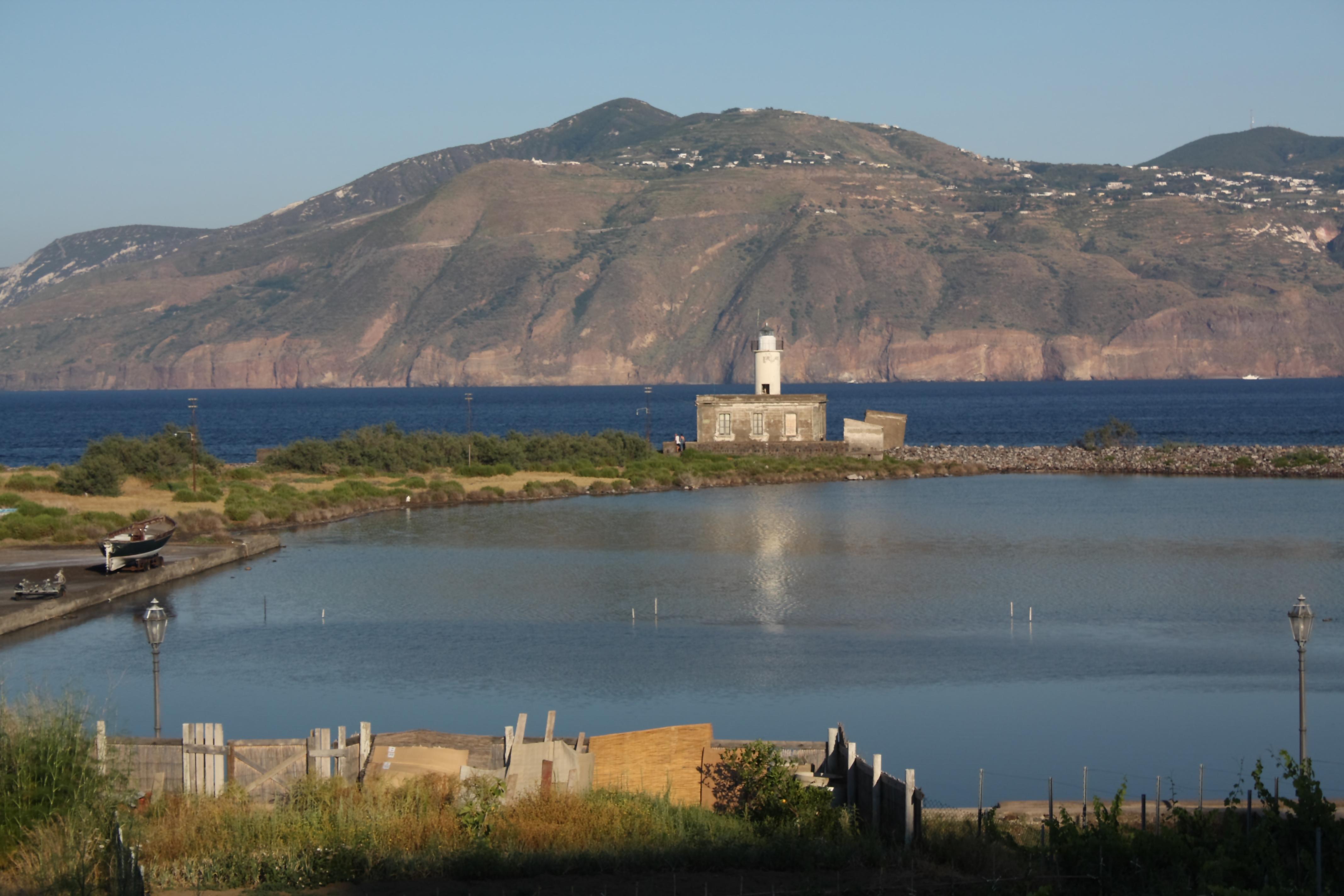 Noleggio Barche Salina - Navalia | Noleggia un Sogno