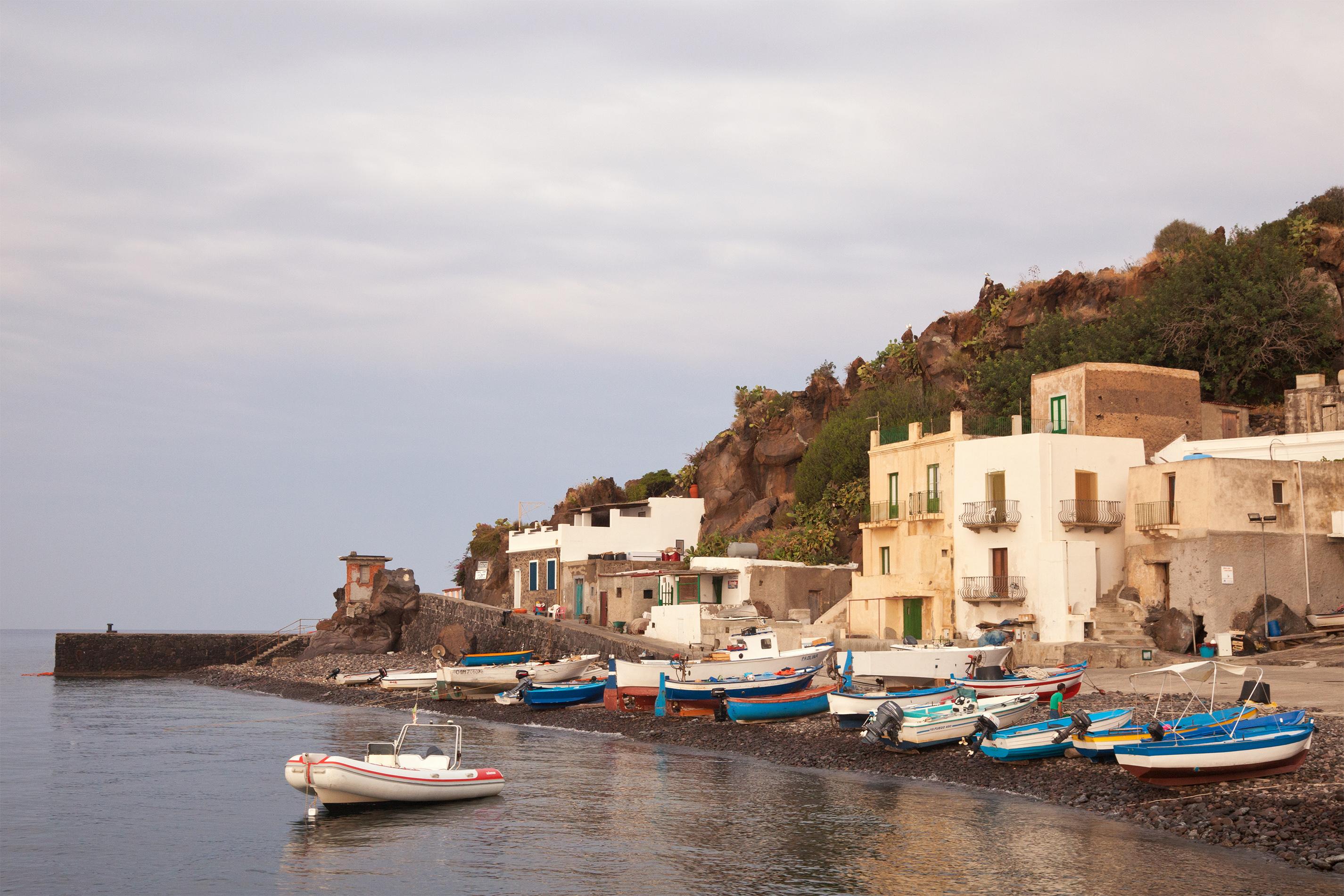 Noleggio Barche Alicudi - Navalia | Noleggia un Sogno