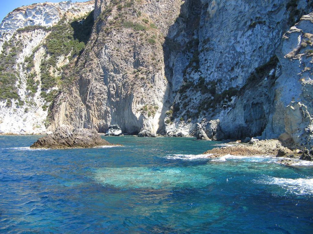 Noleggio Barche Ponza - Navalia | Noleggia un Sogno