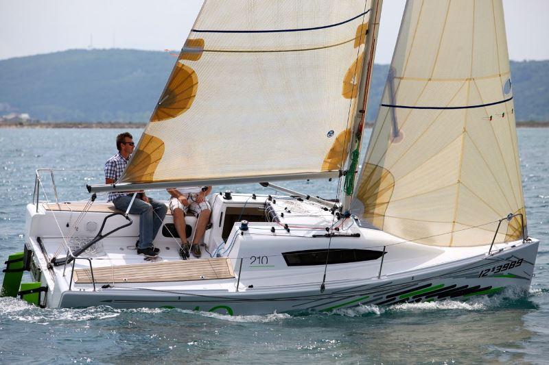 Navalia - Imbarcazione Elan 210 1