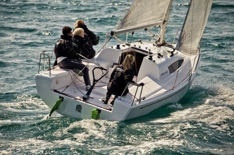 Navalia - Imbarcazione Elan 210 2