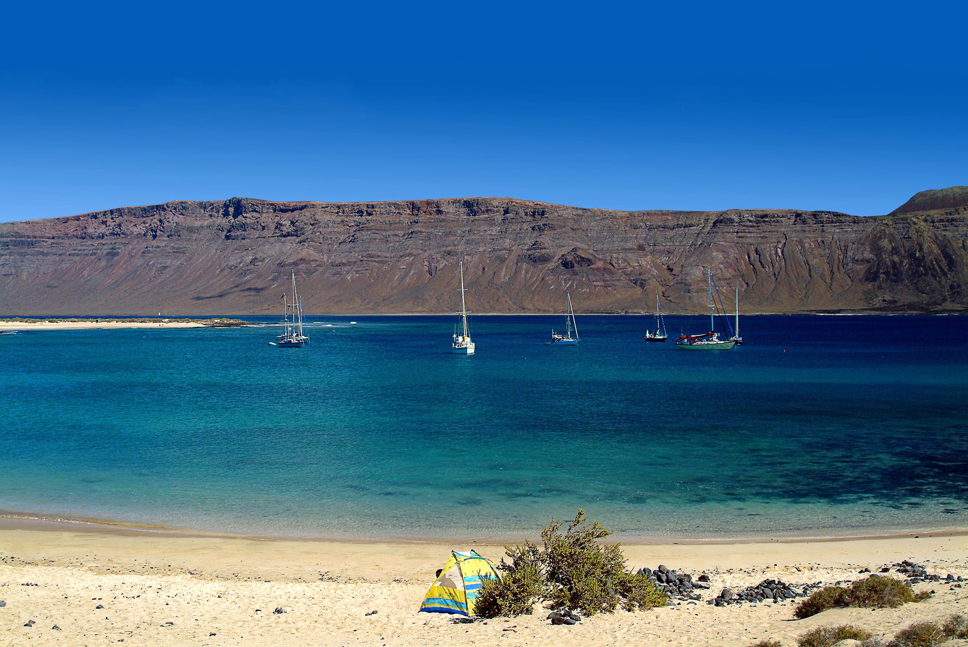 Noleggio Barche Playa Francesa – Isola di La Graciosa - Navalia | Noleggia un Sogno