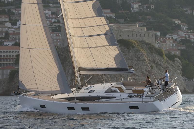 Navalia - Imbarcazione Jeanneau 54 2