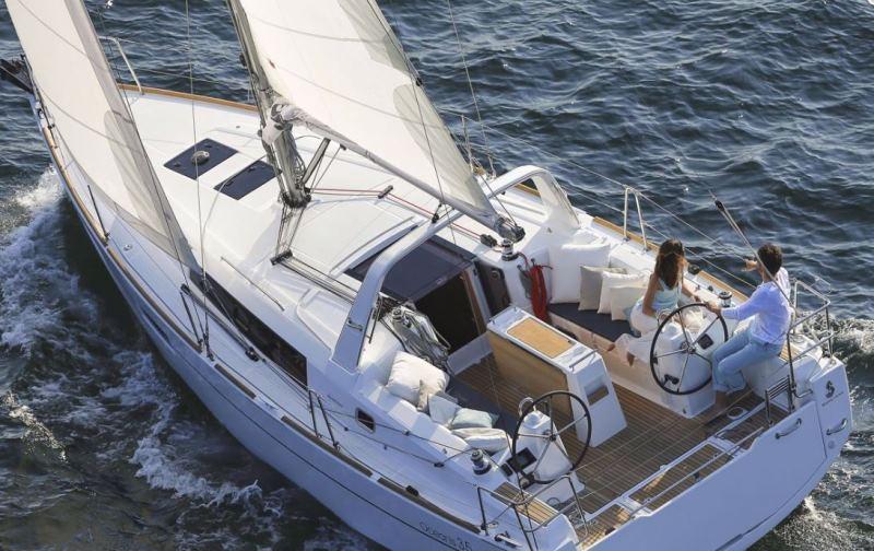 Navalia - Imbarcazione Oceanis 35.1 4