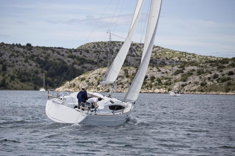 Navalia - Imbarcazione Elan Impression 35 4