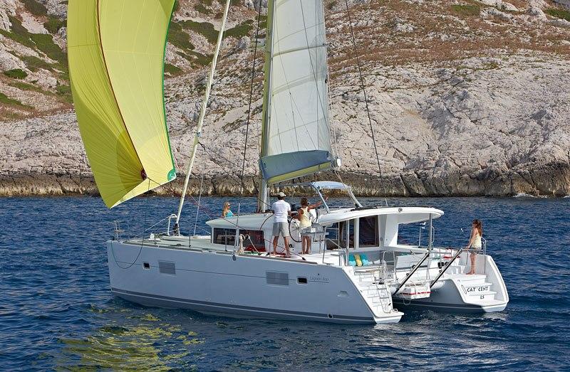 Navalia - Imbarcazione Lagoon 400 ad Atene 2