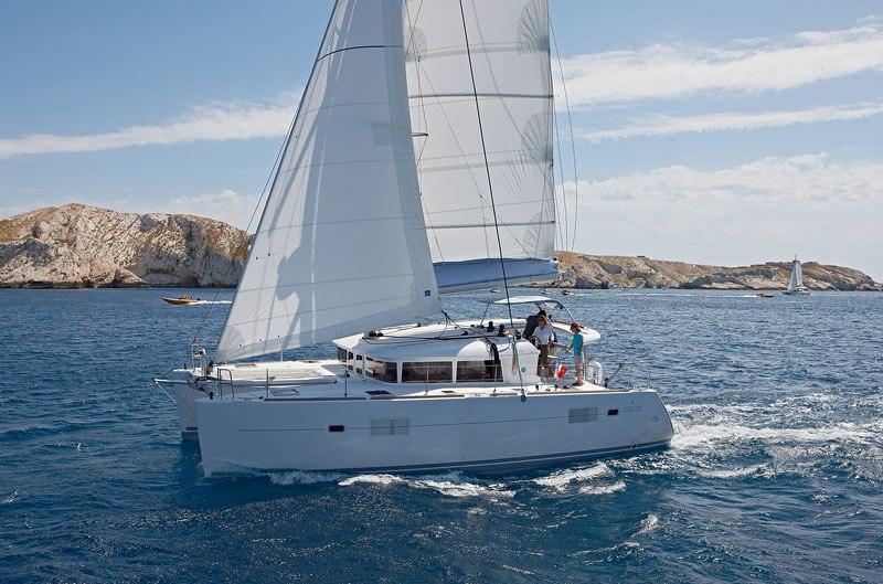 Navalia - Imbarcazione Lagoon 400 ad Atene 4