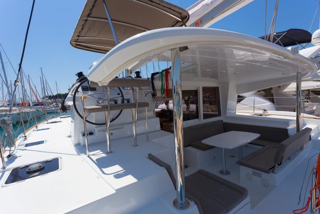 Navalia - Imbarcazione Lagoon 400 ad Atene 6
