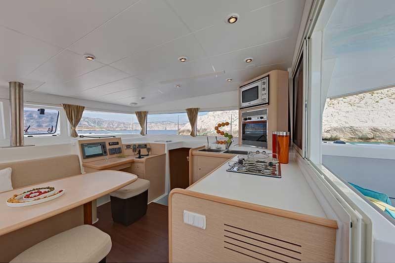 Navalia - Imbarcazione Lagoon 400 ad Atene 8