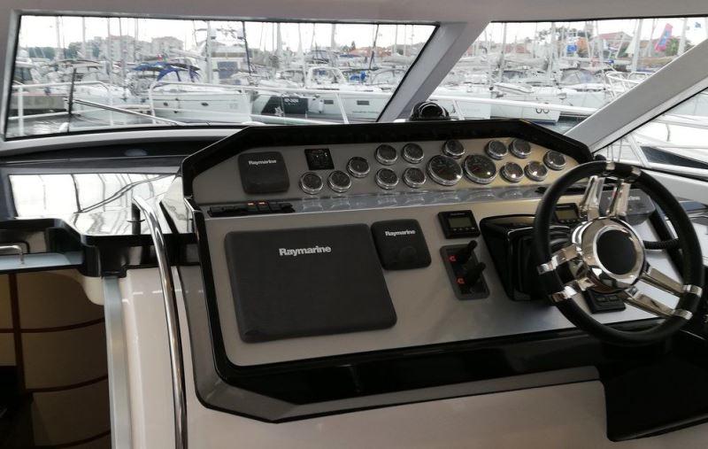 Navalia - Imbarcazione Focus Power 44 Hard Top 3