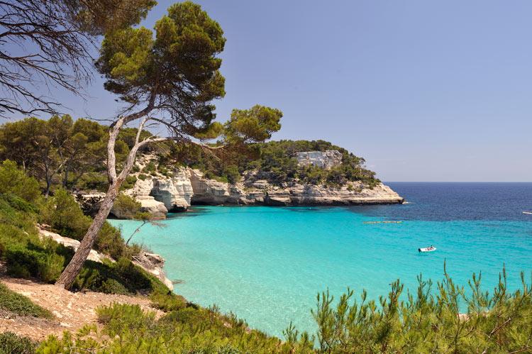 Noleggio Barche Cala Blanes – Isola di Minorca - Navalia | Noleggia un Sogno