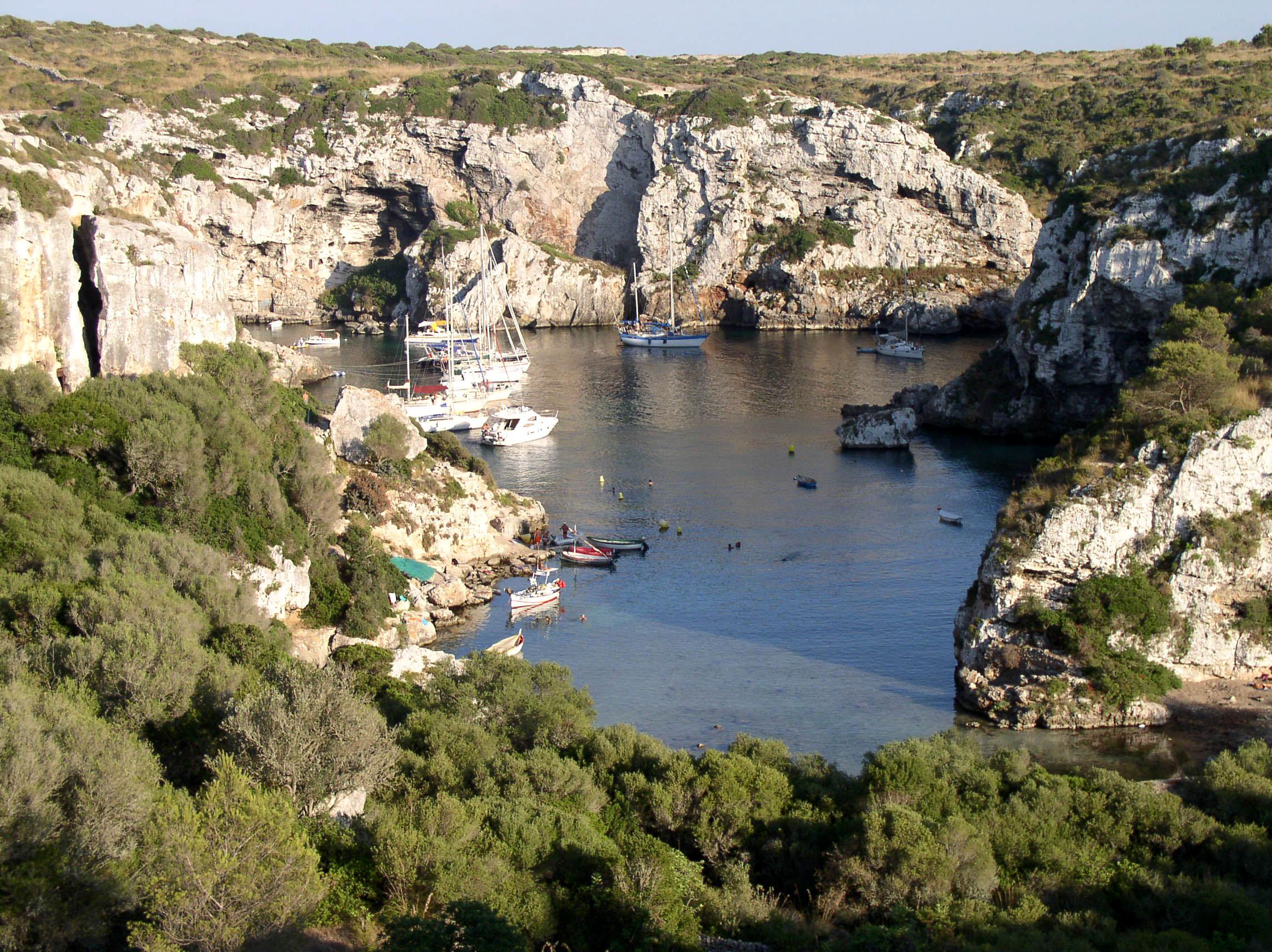 Noleggio Barche Cala Covas – Isola di Minorca - Navalia | Noleggia un Sogno