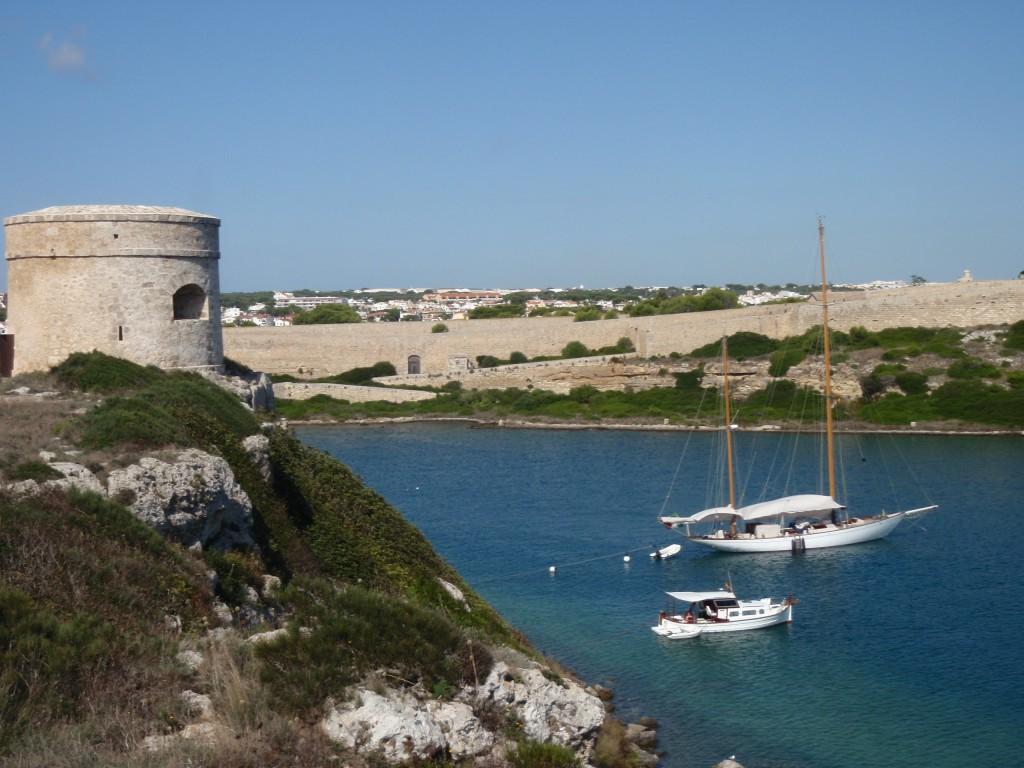 Noleggio Barche Cala Taulera – Isola di Minorca - Navalia | Noleggia un Sogno