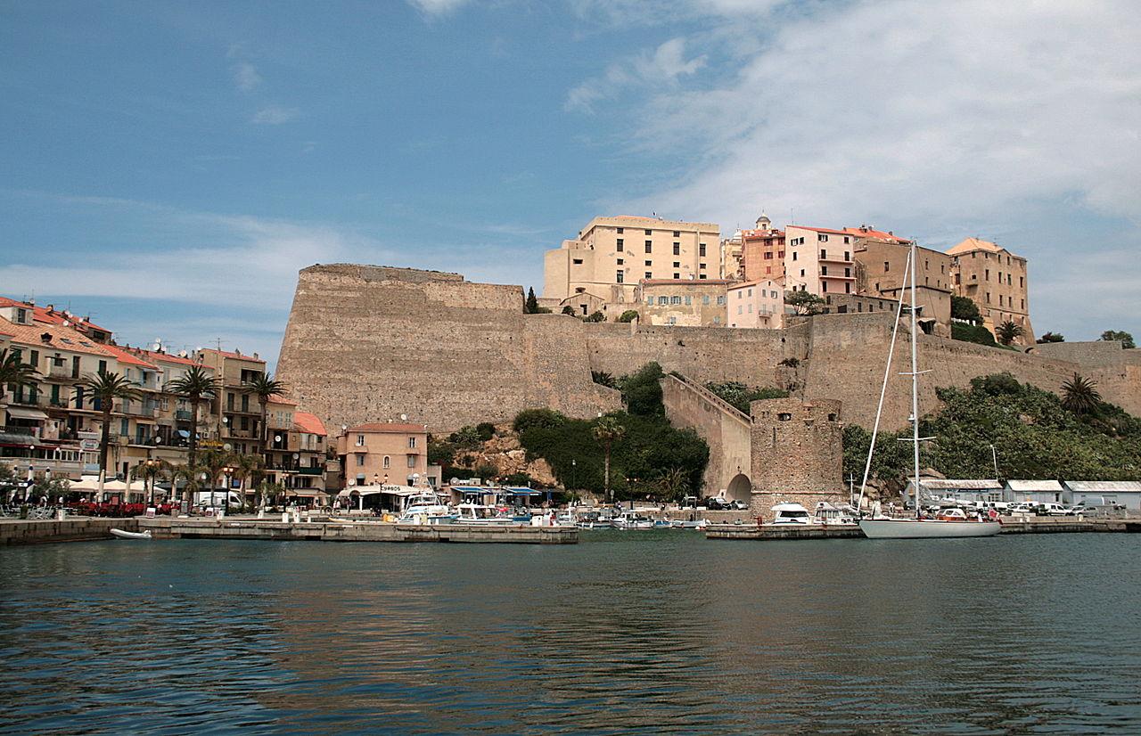 Noleggio Barche Calvì - Navalia | Noleggia un Sogno