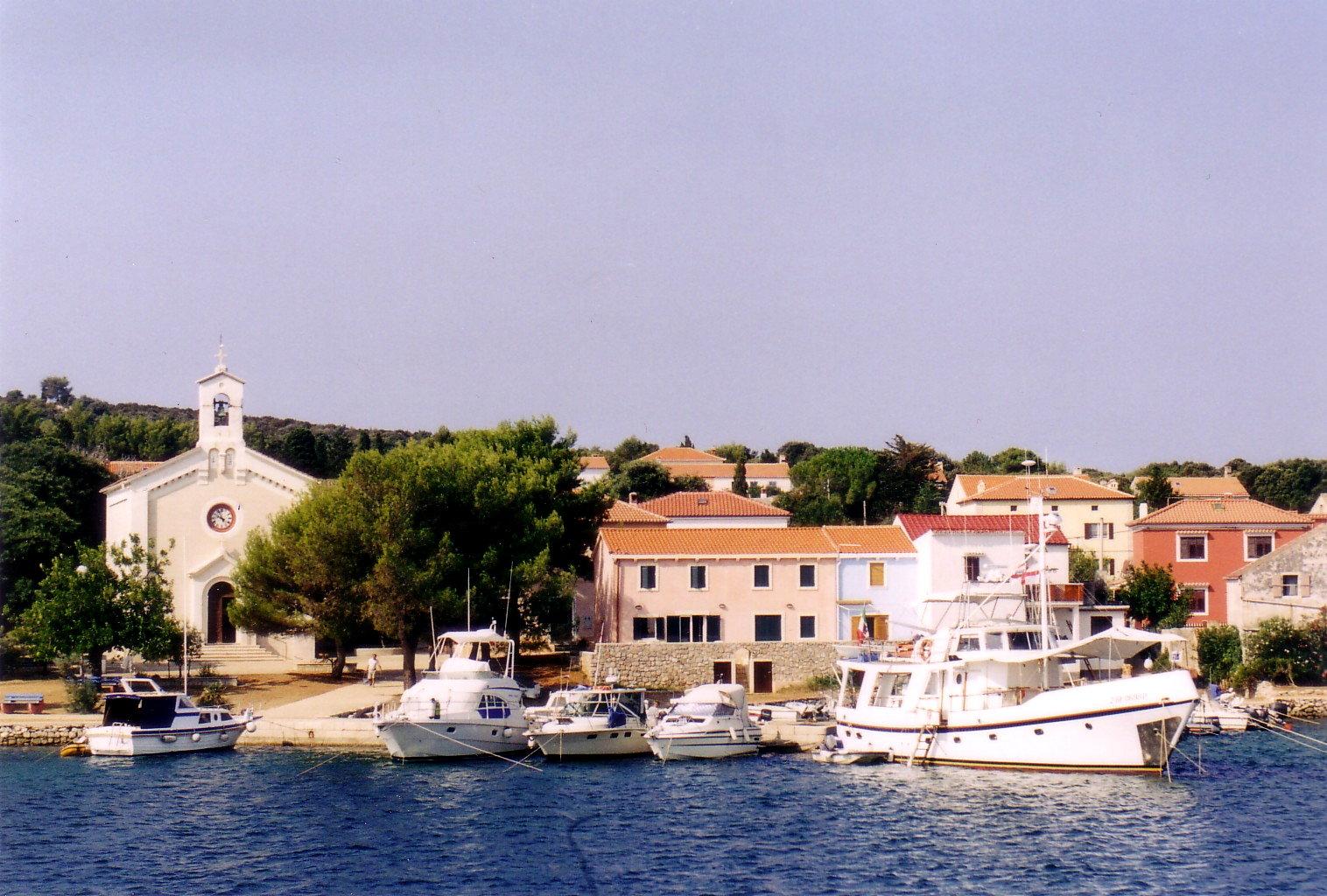 Noleggio Barche Isola di Hilovik - Navalia | Noleggia un Sogno