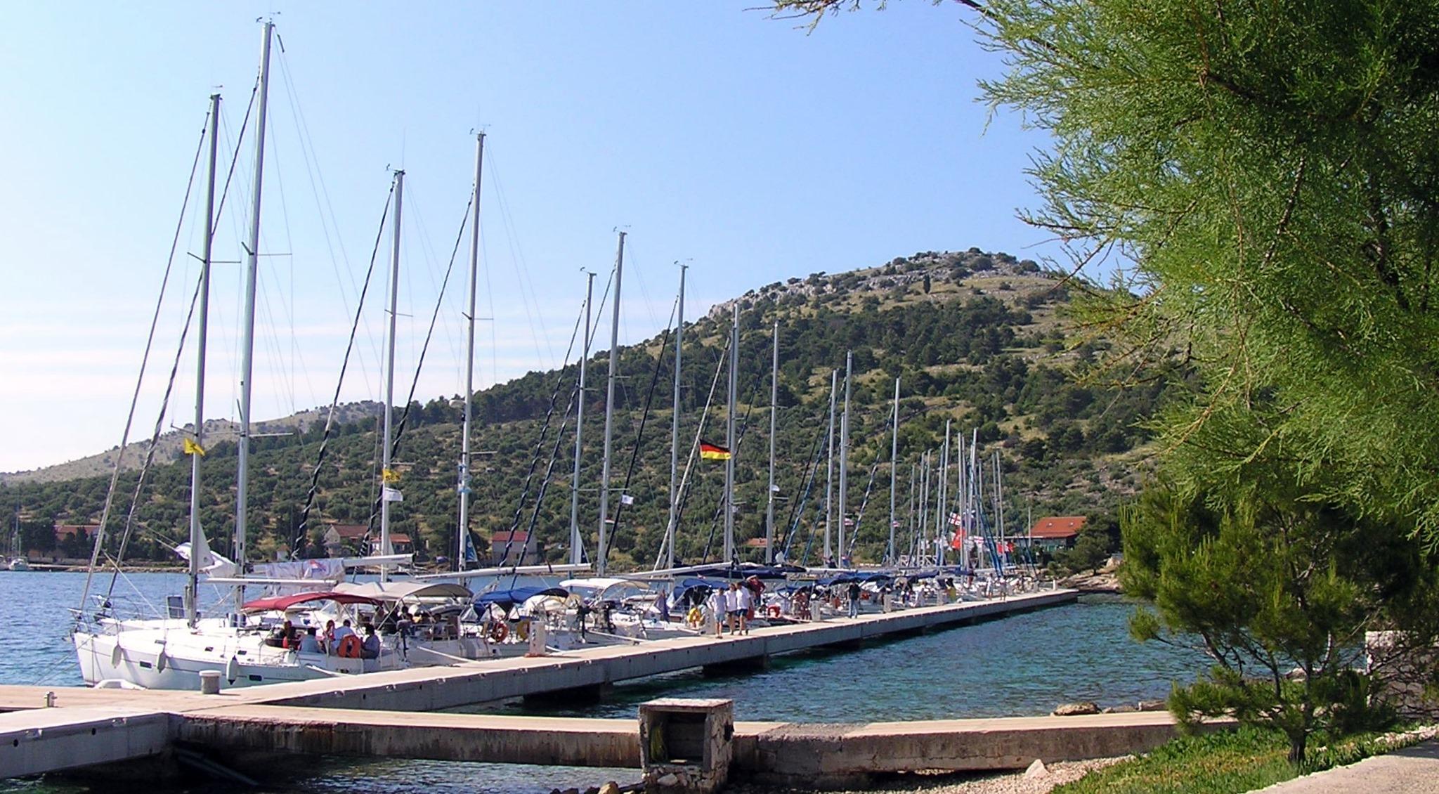 Noleggio Barche Isola di Zut - Navalia | Noleggia un Sogno