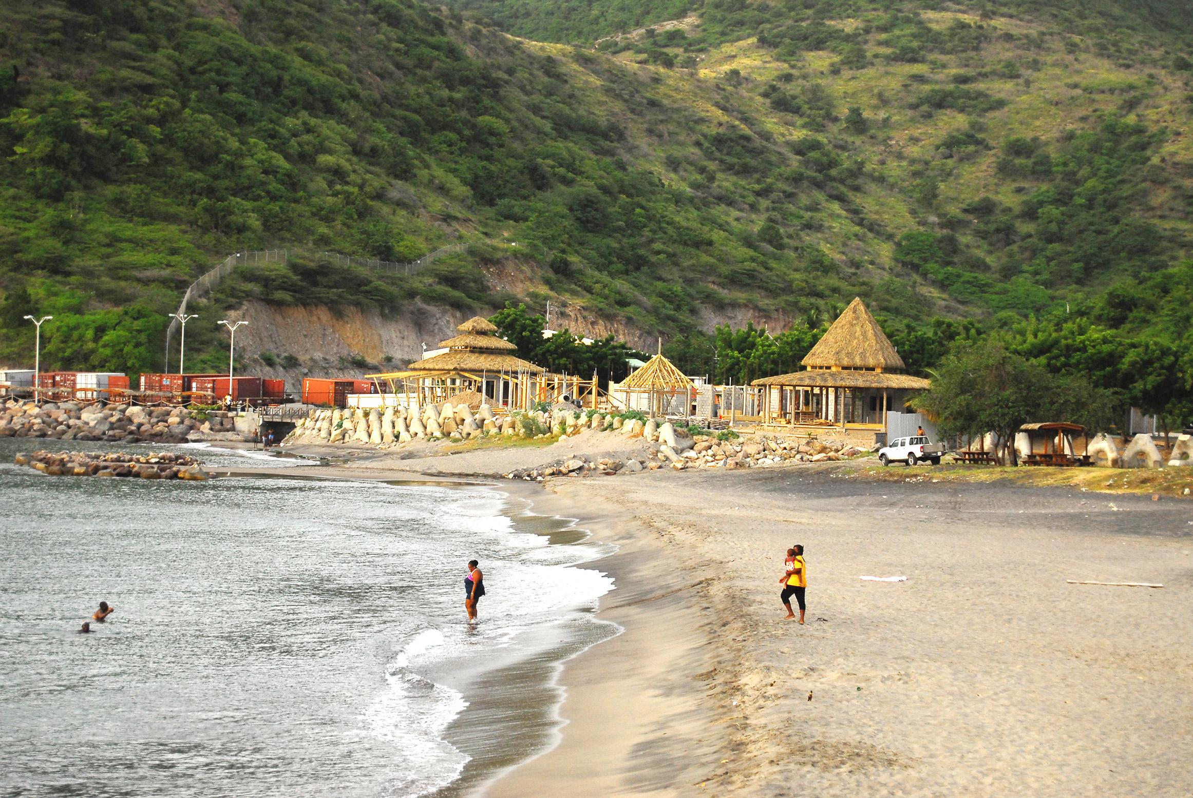 Noleggio Barche Little Bay – Isola di Monserrat - Navalia | Noleggia un Sogno