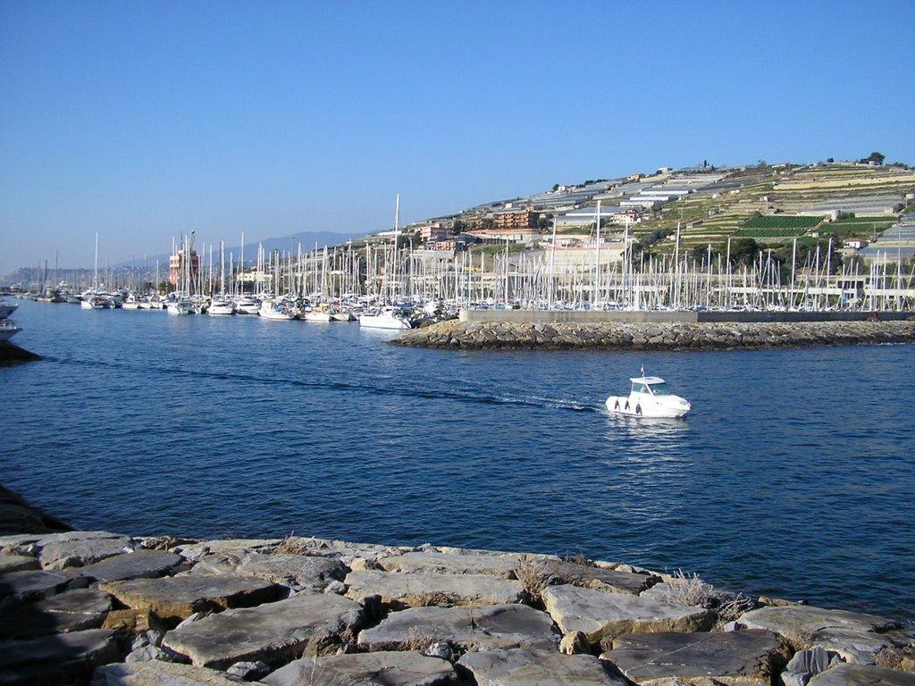 Noleggio Barche Marina degli Aregai - Navalia | Noleggia un Sogno