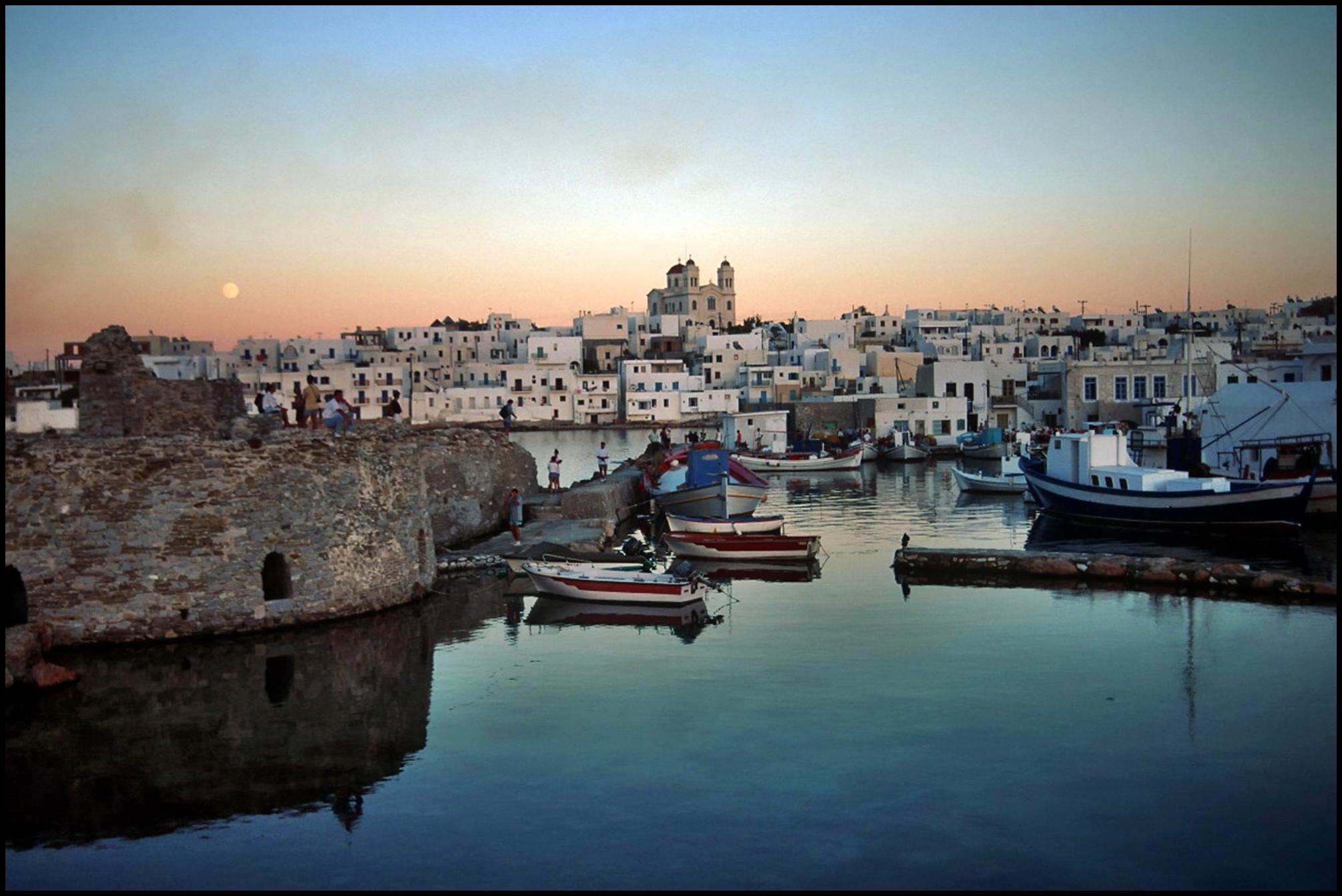 Noleggio Barche Paros – Isola di Paros - Navalia | Noleggia un Sogno