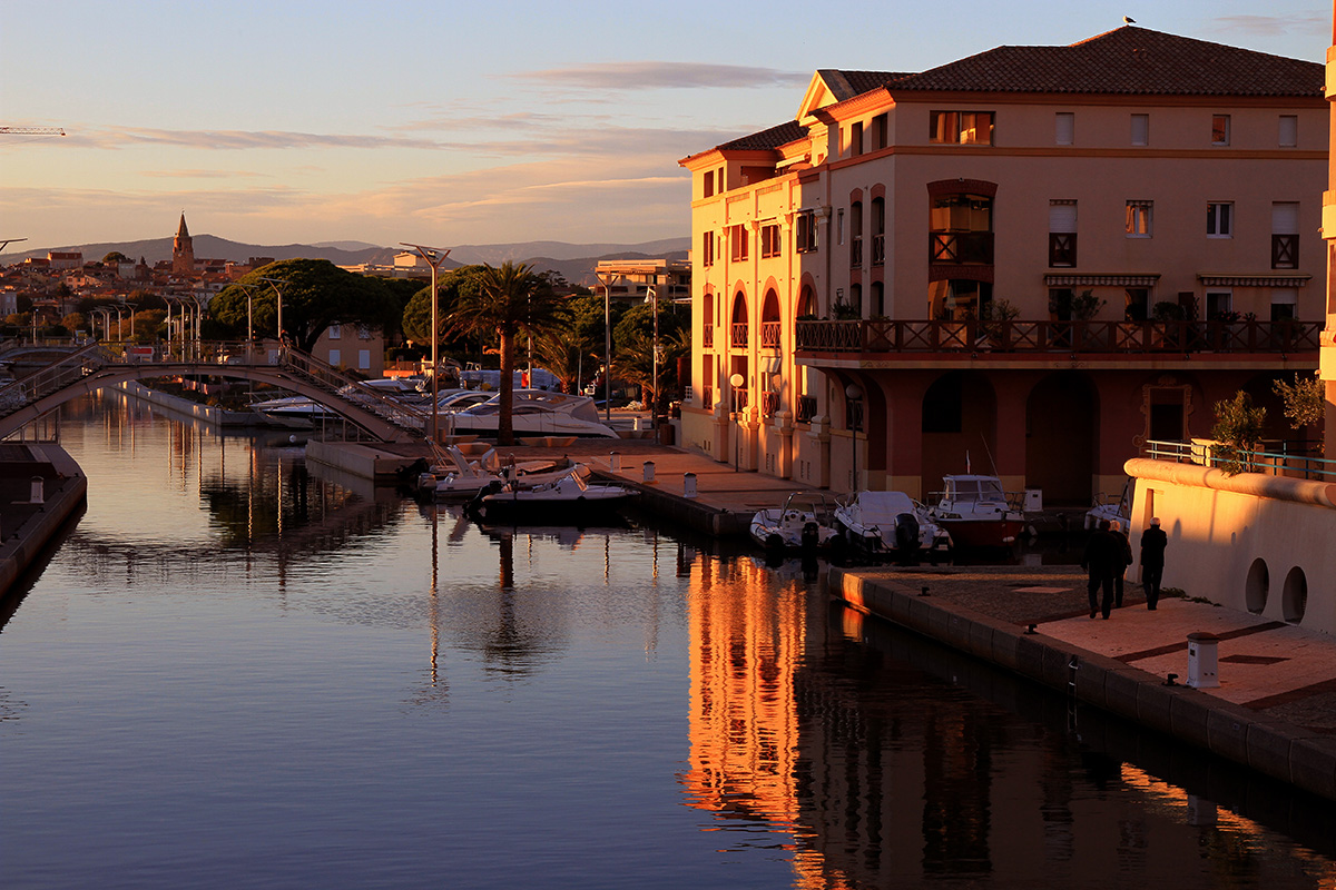 Noleggio Barche Port Frejus - Navalia | Noleggia un Sogno