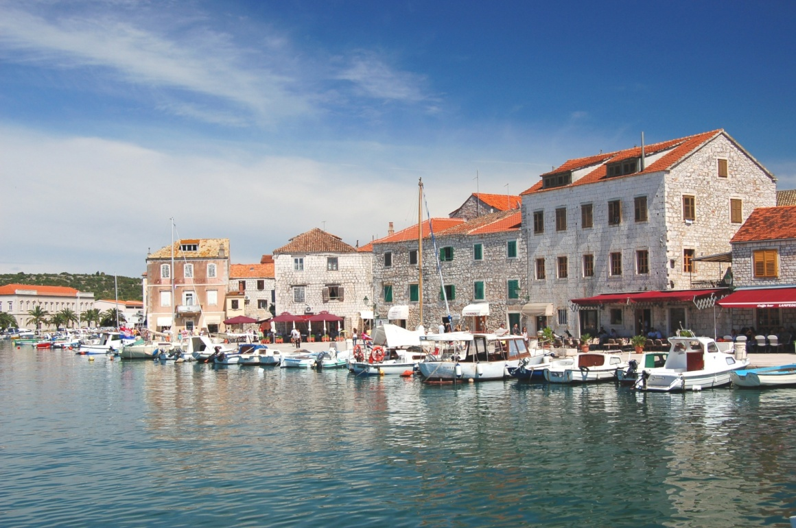 Noleggio Barche Stari Grad – Isola di Hvar - Navalia | Noleggia un Sogno