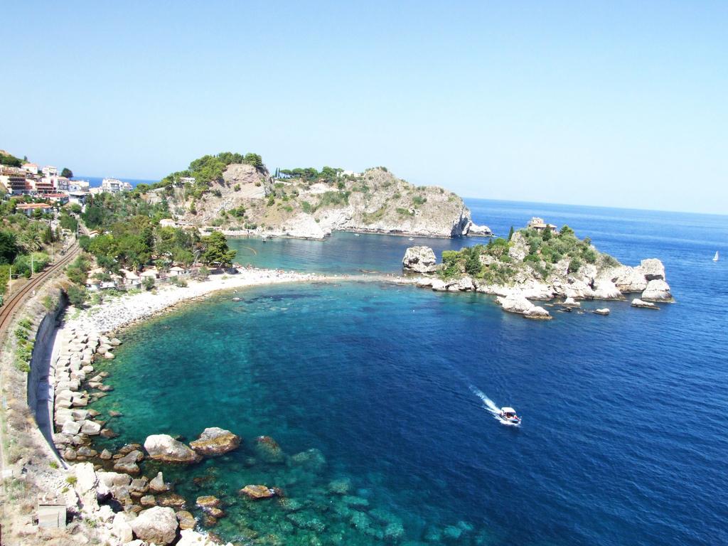 Noleggio Barche Taormina - Navalia | Noleggia un Sogno