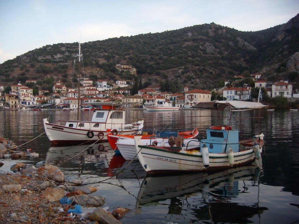 Noleggio Barche Trikeri - Navalia | Noleggia un Sogno
