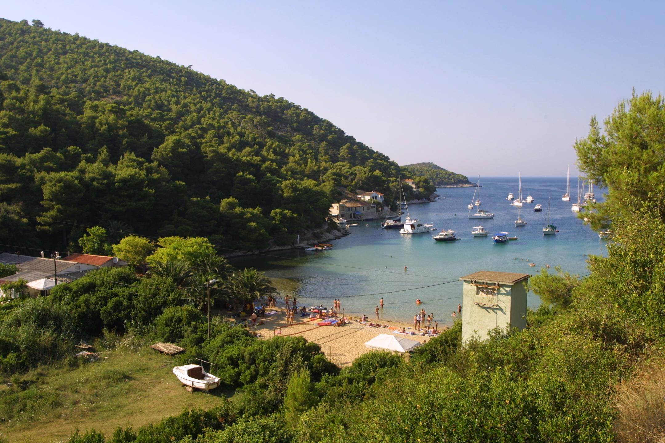 Noleggio Barche Uvala Stoncica – Isola di Vis - Navalia | Noleggia un Sogno
