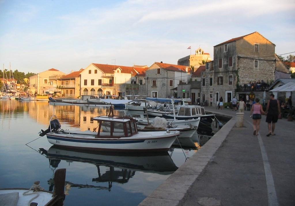 Noleggio Barche Vrboska – Isola di Hvar - Navalia | Noleggia un Sogno