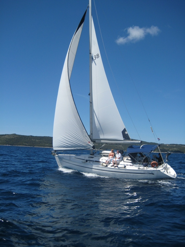 Navalia - Imbarcazione Bavaria 38 2