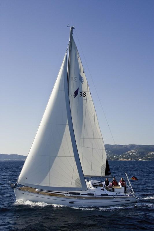 Navalia - Imbarcazione Bavaria 38 Cruiser 4