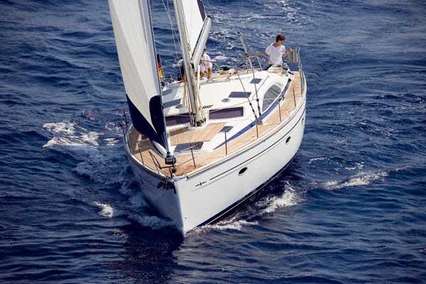 Navalia - Imbarcazione Bavaria 44 Vision 3
