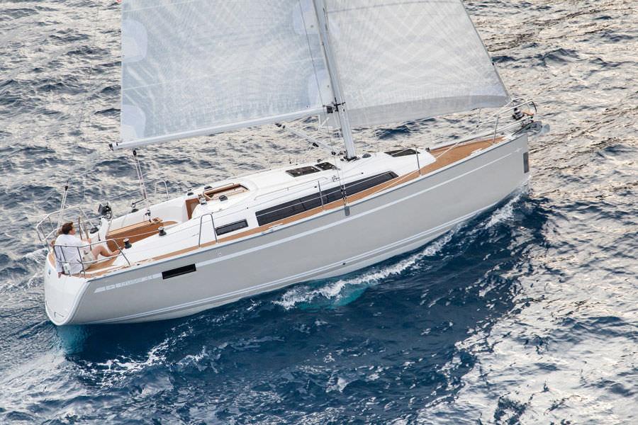 Navalia - Imbarcazione Bavaria Easy 9.7 3