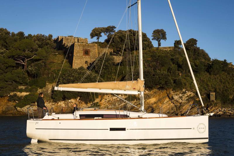 Navalia - Imbarcazione Dufour 310 1