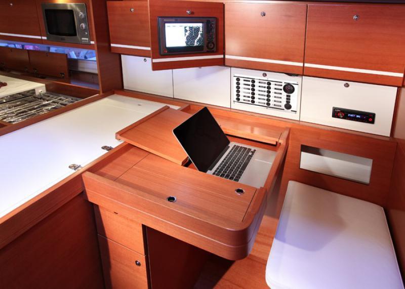 Navalia - Imbarcazione Dufour 450 GL 6