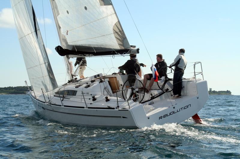 Navalia - Imbarcazione Elan 350 1