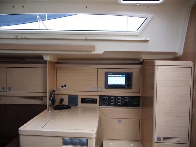 Navalia - Imbarcazione Elan 350 9