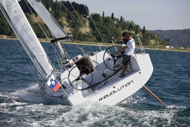 Navalia - Imbarcazione Elan 350 2