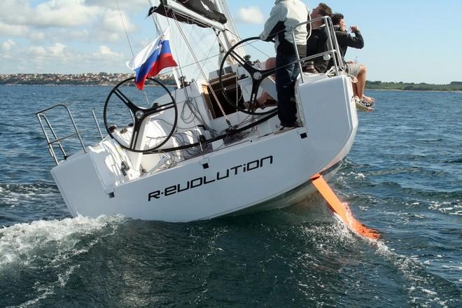 Navalia - Imbarcazione Elan 350 5