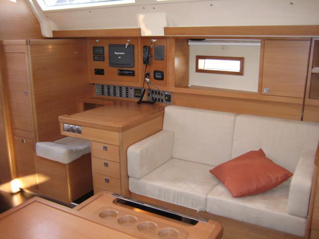 Navalia - Imbarcazione Elan 450 7
