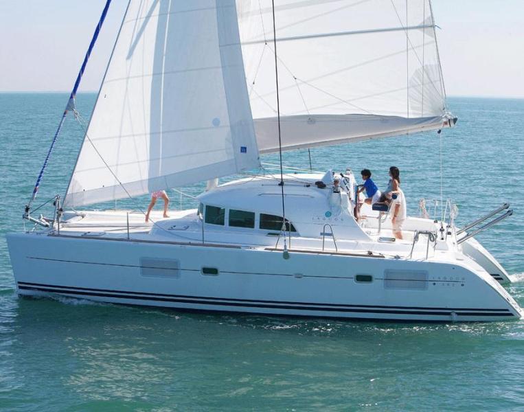 Navalia - Imbarcazione Lagoon 380 2