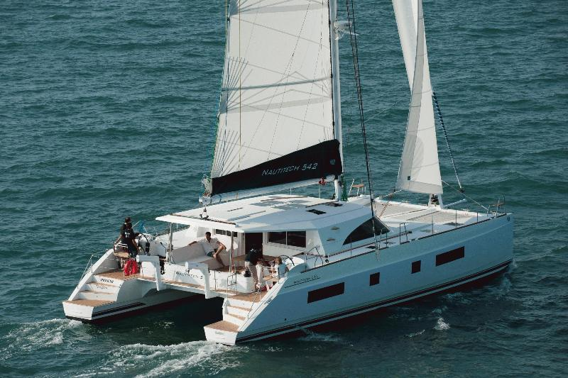 Navalia - Imbarcazione Nautitech 542 1