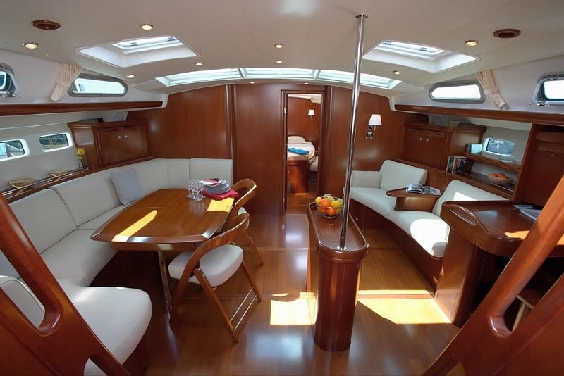 Navalia - Imbarcazione Oceanis 523 5